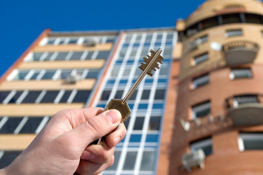 Что делать если один из живущих в квартире не хочет приватизировать